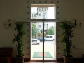 Розсувні автоматичні двері