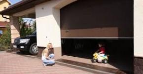 Секційні гаражні ворота