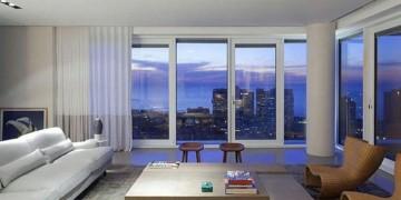 великі вікна від стелі до підлоги
