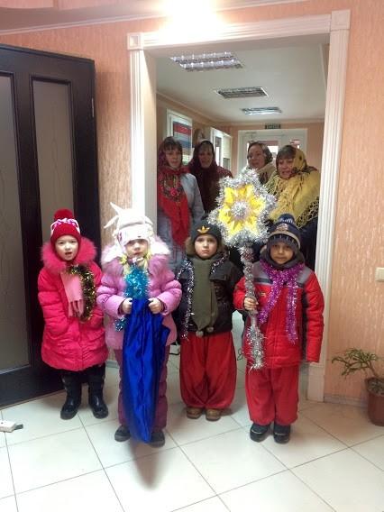Компанию «Окна КОРСА» посетили колядники