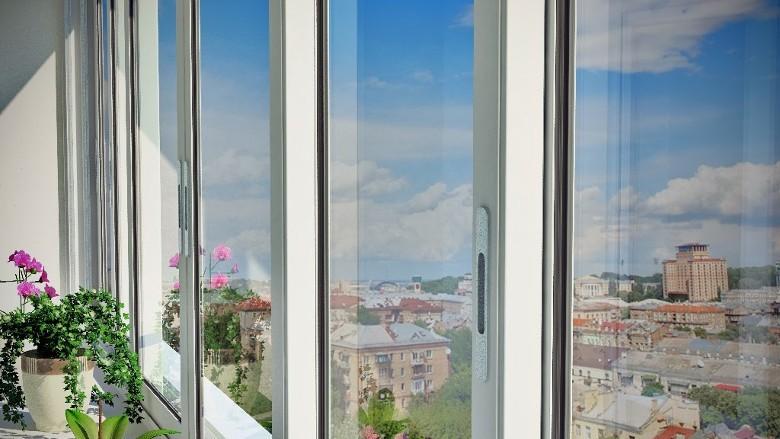 Раздвижные металлопластиковые балконы