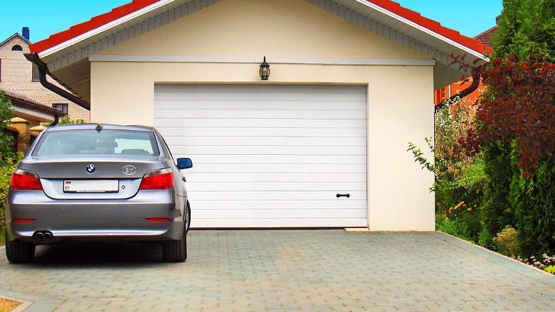 Секционные гаражные ворота стандартной комплектации
