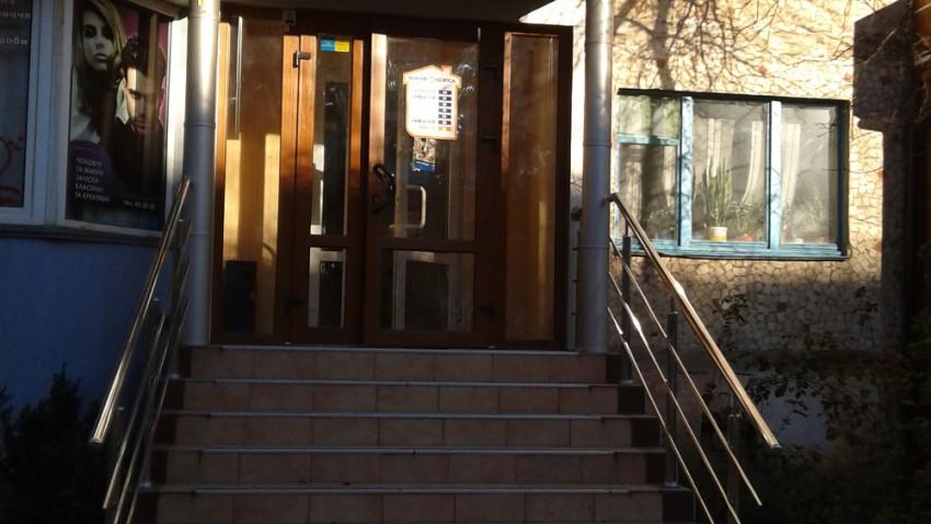 Купить пластиковые двери rehau в Виннице
