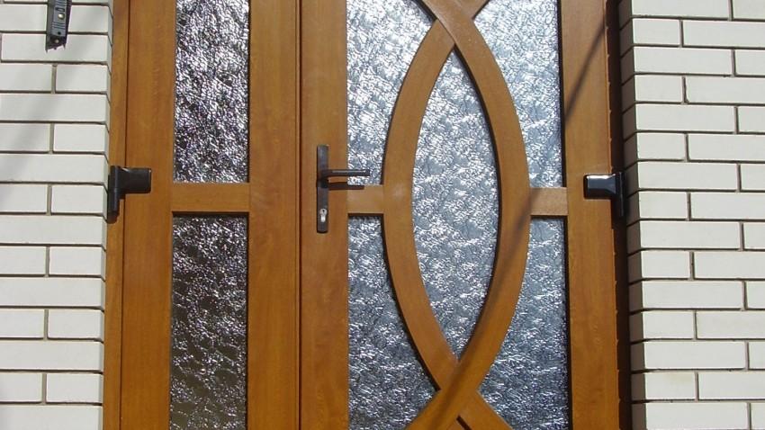 Купити металопластикові двері rehau у Хмільнику